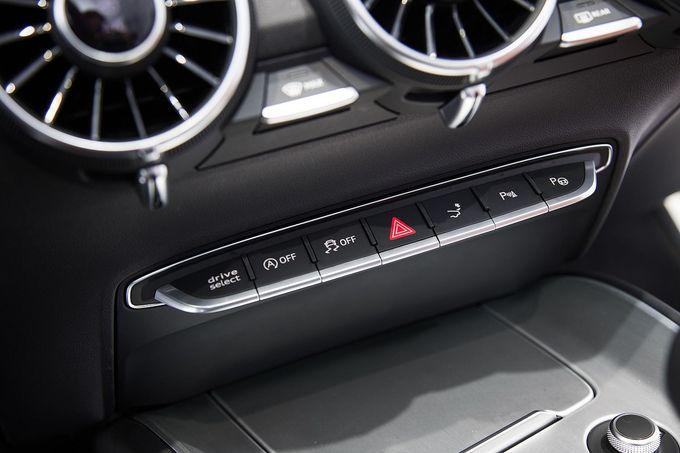 Audi tt interieur cockpit fotoshowimage 508d631e 746850 for Interieur audi tt